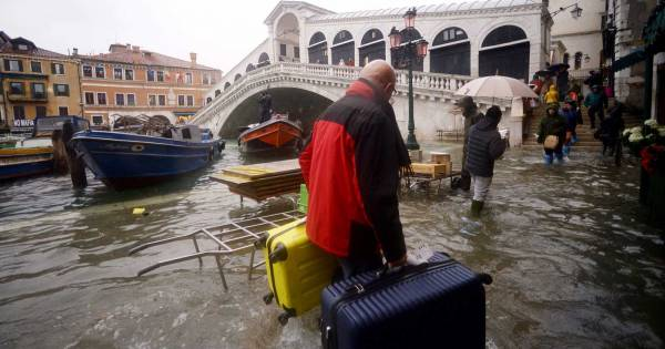 Donnarumma, el arquero millonario que fue a Venecia para ayudar a los inundados - Bitbol